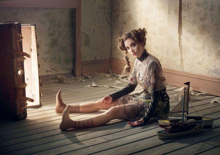 Alison Brie – Robert Ascroft